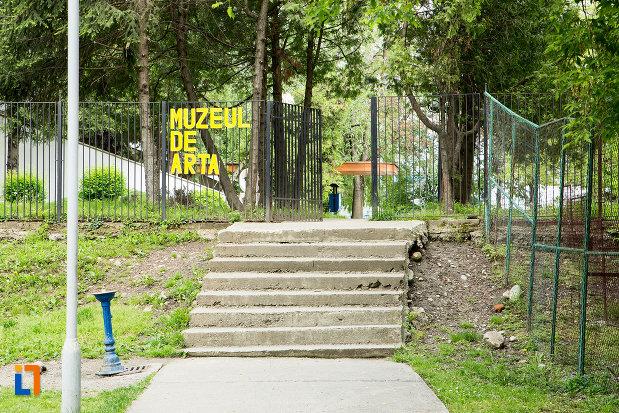 trepte-spre-muzeul-de-arta-din-targu-jiu-judetul-gorj.jpg