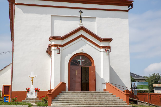 treptele-de-la-biserica-romano-catolica-din-siret-judetul-suceava.jpg