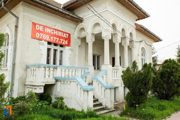 treptele-de-la-casa-fost-pavilion-administrativ-jiul-din-bals-judetul-olt.jpg