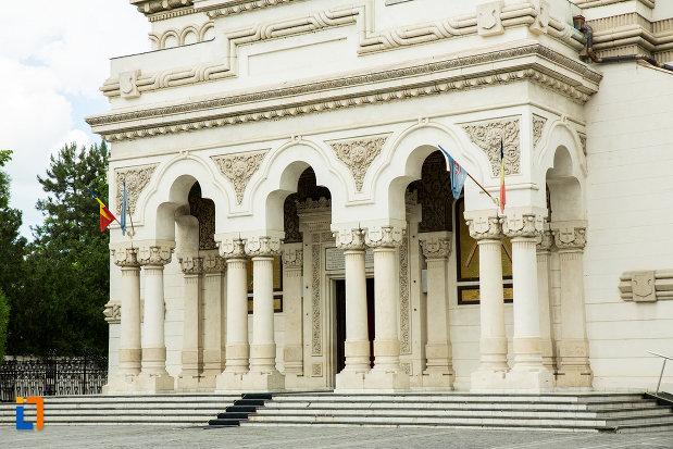 treptele-de-la-catedrala-ortodoxa-sf-ierarh-nicolae-si-andrei-din-galati-din-galati.jpg