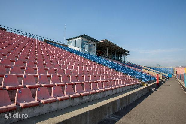 tribuna-de-la-stadionul-iuliu-bodola-din-oradea-judetul-bihor.jpg