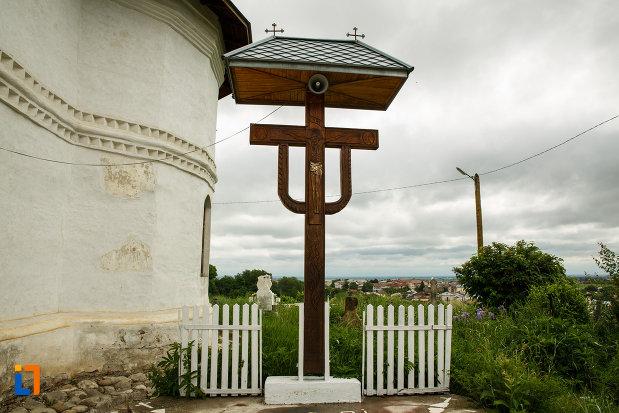 troita-aflata-la-biserica-ovidenia-din-odobesti-judetul-vrancea.jpg