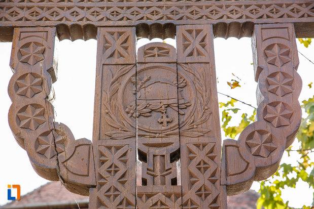 troita-din-saliste-judetul-sibiu-sculptata-in-lemn.jpg