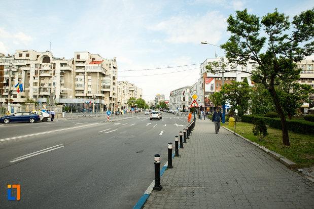 trotuar-cu-dale-din-orasul-craiova-judetul-dolj.jpg