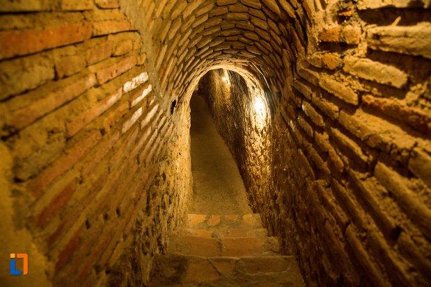 tunel-spre-fantana-din-asezarea-romana-sucidava-din-corabia-judetul-olt.jpg