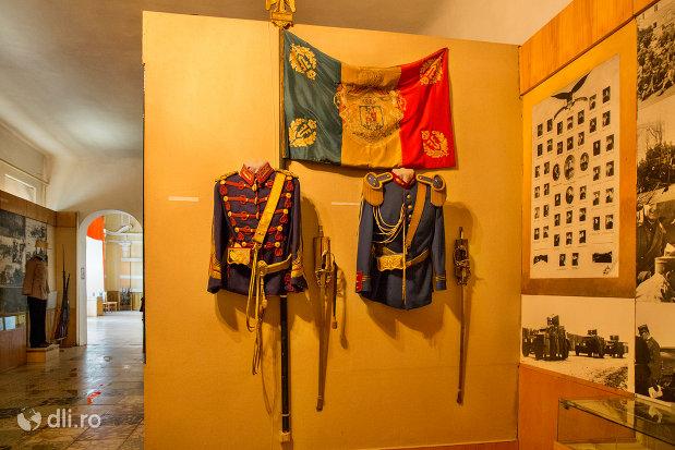 tunici-militare-muzeul-militar-din-oradea-judetul-bihor.jpg