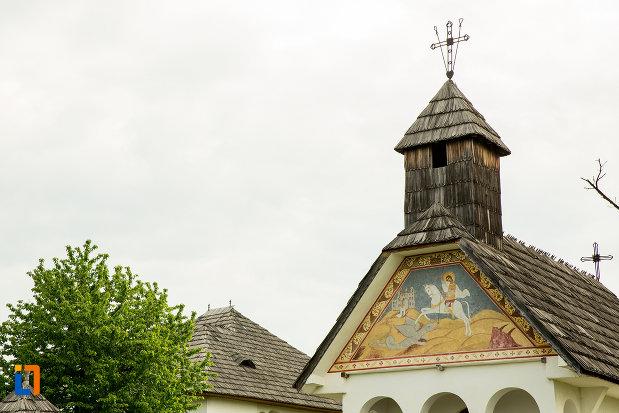 turn-al-unei-biserici-prezentate-la-muzeul-arhitecturii-populare-din-curtisoara-judetul-gorj.jpg