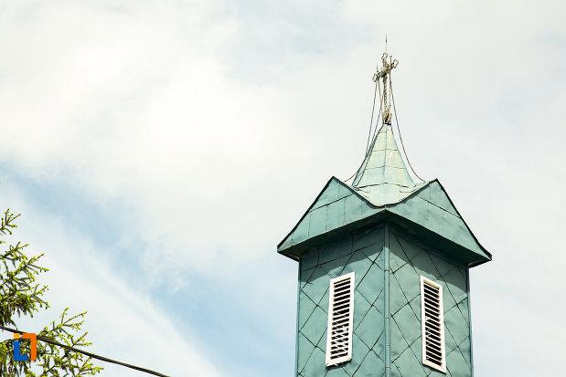 turn-albastru-de-la-biserica-sf-ioan-botezatorul-din-caracal-judetul-olt.jpg