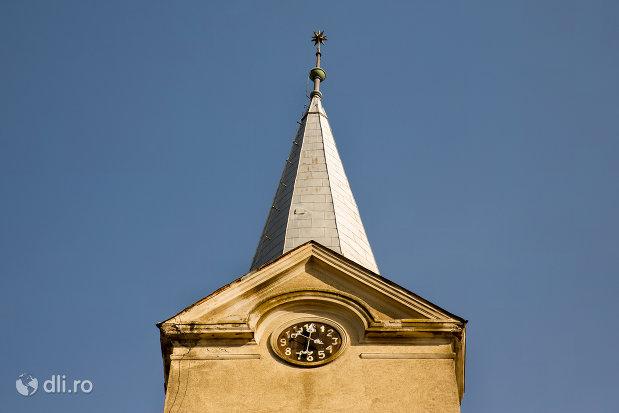 turn-cu-ceas-biserica-reformata-din-curtuiseni-judetul-bihor.jpg