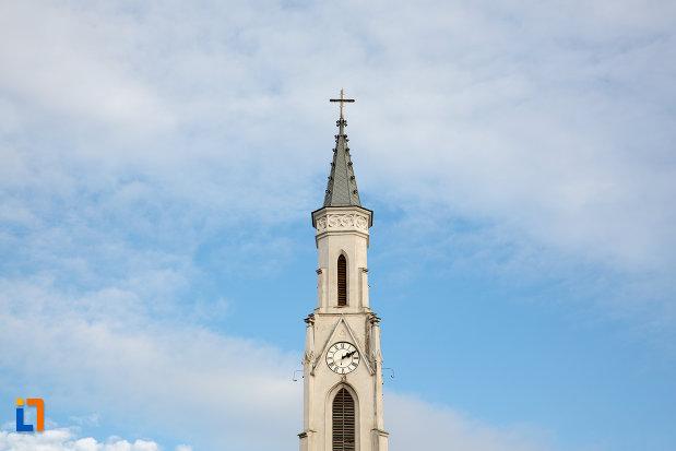 turn-cu-ceas-biserica-romano-catolica-sf-pertu-din-cluj-napoca-judetul-cluj.jpg