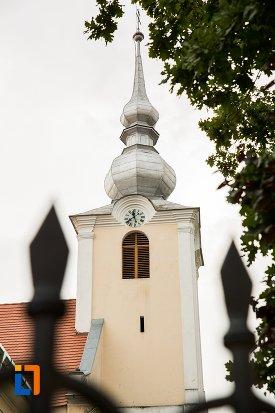 turn-cu-ceas-biserica-romano-catolica-si-manastirea-franciscana-1736-din-fagaras-judetul-brasov.jpg