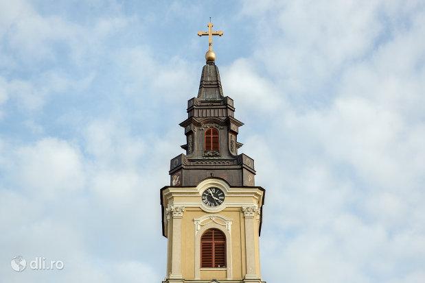 turn-cu-ceas-catedrala-ortodoxa-adormirea-maicii-domnului-biserica-cu-luna-din-oradea-judetul-bihor.jpg