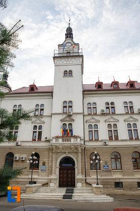 turn-cu-ceas-de-la-cladirea-administrativa-a-orasului-azi-prefectura-si-consiliul-judetean-suceava.jpg