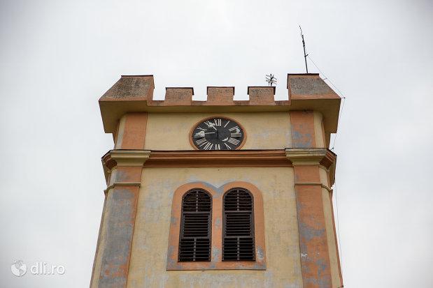 turn-cu-ceas-turn-de-clopotnita-turnul-bisericii-reformate-din-episcopia-oradea-judetul-bihor.jpg