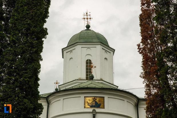 turn-cu-cruce-arhiepiscopia-ramnicului-din-ramnicu-valcea-judetul-valcea.jpg