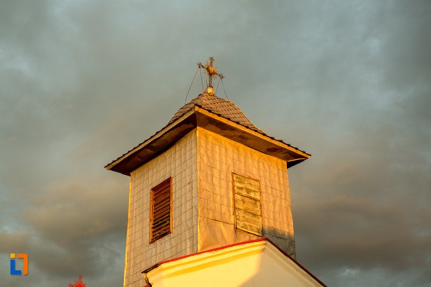 turn-cu-cruce-biserica-sf-spiridon-din-corabia-judetul-olt.jpg