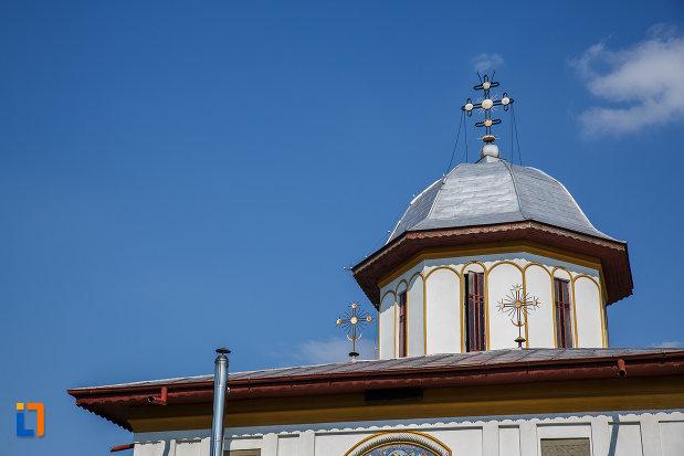 turn-cu-cruce-de-la-biserica-adormirea-maicii-domnului-a-fostei-manastiri-valeni-1680-din-valenii-de-munte-judetul-prahova.jpg