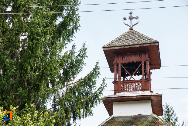 turn-cu-cruce-de-la-biserica-sf-trei-ierarhi-din-slanic-judetul-prahova.jpg