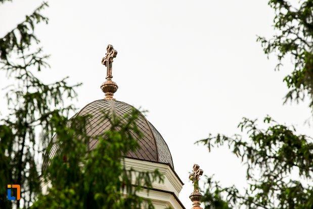 turn-cu-cruce-de-la-catedrala-sf-treime-din-corabia-judetul-olt.jpg