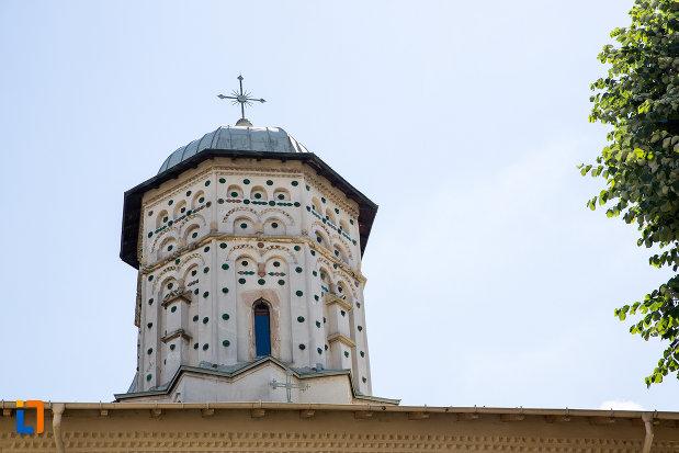 turn-cu-cruce-manastirea-stelea-din-targoviste-judetul-dambovita.jpg