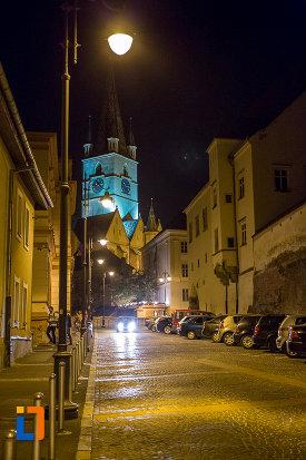turn-de-biserica-iluminat-din-orasul-sibiu-judetul-sibiu.jpg