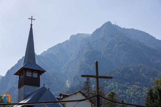 turn-de-biserica-si-cruce-de-la-manastirea-caraiman-din-busteni-judetul-prahova.jpg