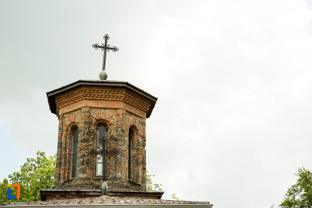 turn-de-clopotnita-cu-cruce-aflat-la-manastirea-tismana-judetul-gorj.jpg