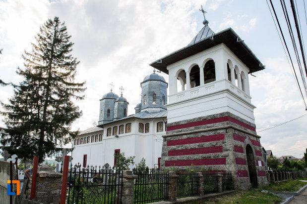 turn-de-clopotnita-de-la-biserica-sf-voievozi-din-pucioasa-judetul-dambovita.jpg