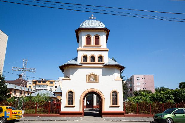 turn-de-intrare-in-biserica-sf-nicolae-din-oltenita-judetul-calarasi.jpg