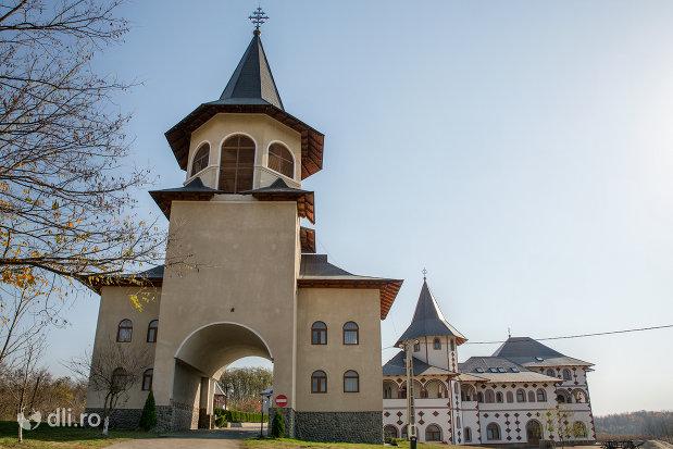 turn-de-intrare-in-manastirea-scarisoara-noua-judetul-satu-mare.jpg