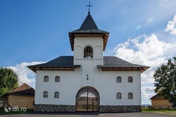 turn-de-intrare-in-manastirea-sfiniii-apostoli-petru-si-pavel-din-bixad-judetul-satu-mare.jpg