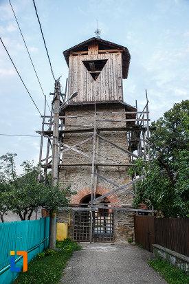 turn-de-intrare-la-biserica-sf-nicolae-tabaci-1833-din-valenii-de-munte-judetul-prahova.jpg