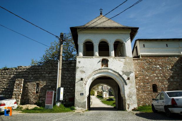 turn-de-intrare-la-manastirea-hurezi-din-horezu-judetul-valcea.jpg