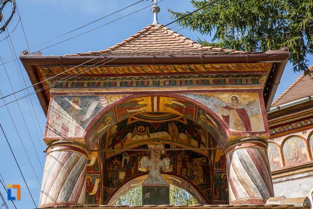 turn-de-la-biserica-sf-arhangheli-mihail-si-gavril-1700-biserica-lui-mihai-viteazul-din-ocna-sibiului-judetul-sibiu.jpg