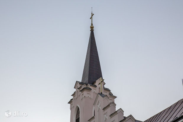 turn-de-la-biserica-sfanta-ana-si-manastirea-ursulinelor-din-oradea-judetul-bihor.jpg