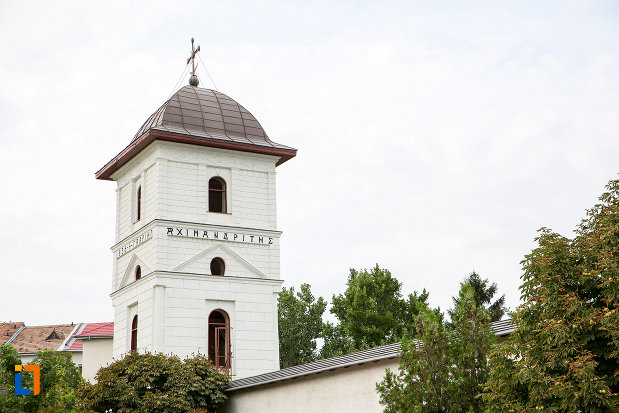 turn-de-la-intrare-biserica-si-manastirea-sf-voievozi-din-slobozia-judetul-ialomita.jpg