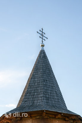 turn-de-la-manastirea-sfanta-treime-din-moiseni-judetul-satu-mare.jpg