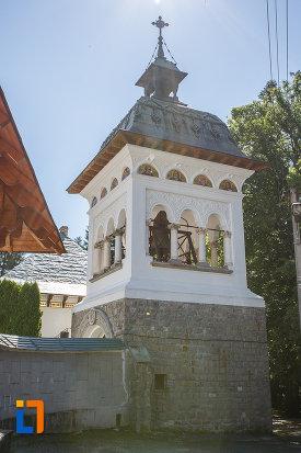 turn-de-la-manastirea-sinaia-judetul-prahova.jpg