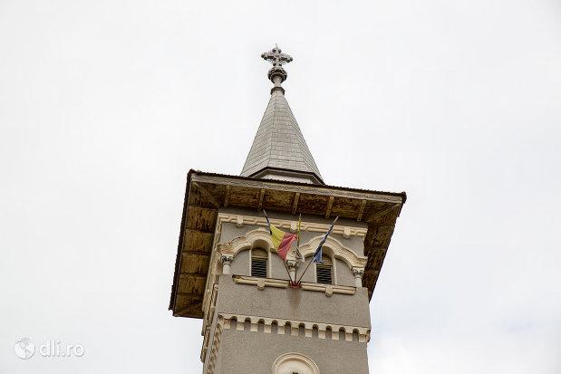 turn-de-la-mausoleul-lui-simion-barnitiu-din-bocsa-judetul-salaj.jpg
