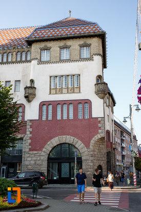 turn-de-la-palatul-culturii-filarmonica-biblioteca-si-muzeul-de-arta-din-targu-mures-judetul-mures.jpg
