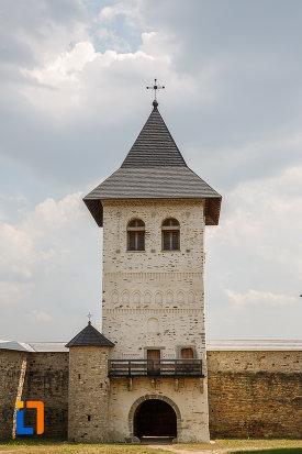 turn-de-poarta-de-la-manastirea-zamca-biserica-sfantul-auxentie-1551-din-suceava-judetul-suceava.jpg