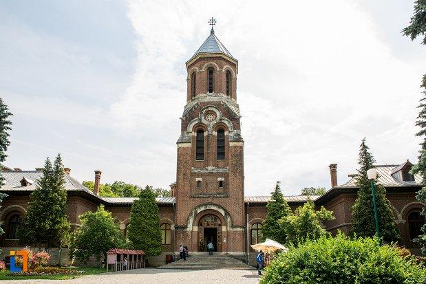 turn-din-ansamblul-manastirea-argesului-din-curtea-de-arges-judetul-arges-2.jpg