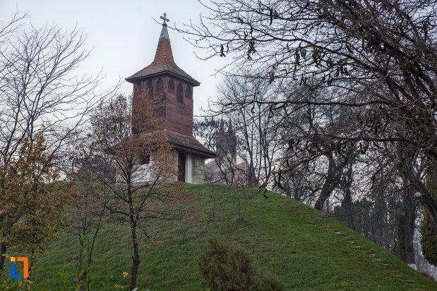 turn-din-curte-biserica-romano-catolica-calvaria-din-cluj-napoca-judetul-cluj.jpg
