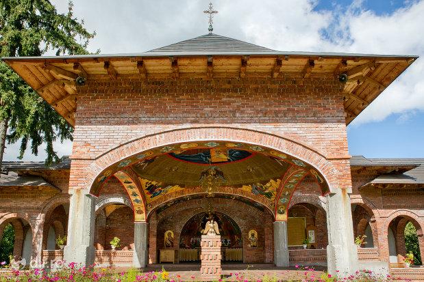 turn-din-curtea-manastirii-sfiniii-apostoli-petru-si-pavel-din-bixad-judetul-satu-mare.jpg