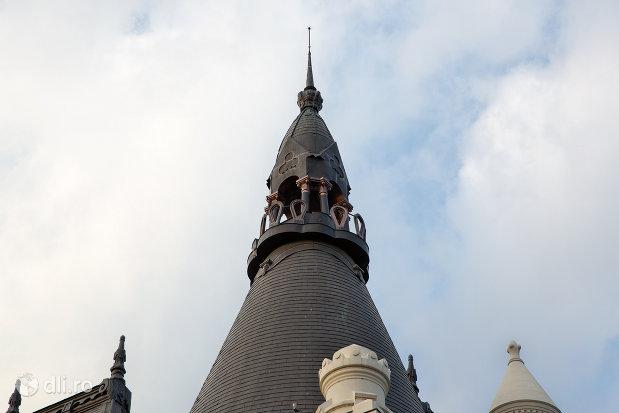 turn-palatul-episcopiei-greco-catolice-din-oradea-judetul-bihor.jpg