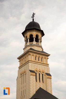 turn-principal-de-la-catedrala-reintregirii-din-alba-iulia-judetul-alba.jpg