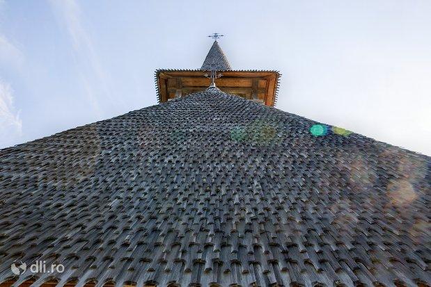 turn-si-acoperis-din-lemn-muzeul-satului-osenesc-din-negresti-oas-judetul-satu-mare.jpg