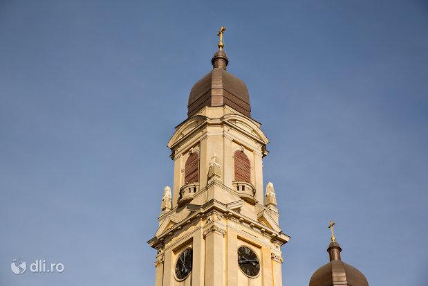 turn-si-ceas-de-la-biserica-romano-catolica-coborarea-sfantului-duh-din-oradea-judetul-bihor.jpg