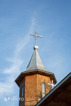 turn-si-cruce-de-la-manastirea-sfanta-treime-din-moiseni-judetul-satu-mare.jpg