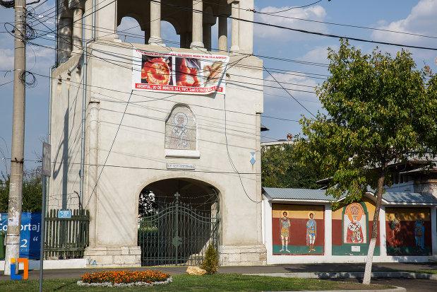 turn-si-intrare-de-la-biserica-sf-nicolae-vechi-din-ploiesti-judetul-prahova.jpg